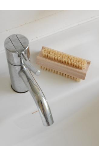 KELLER BURSTEN NAIL BRUSH WOODEN